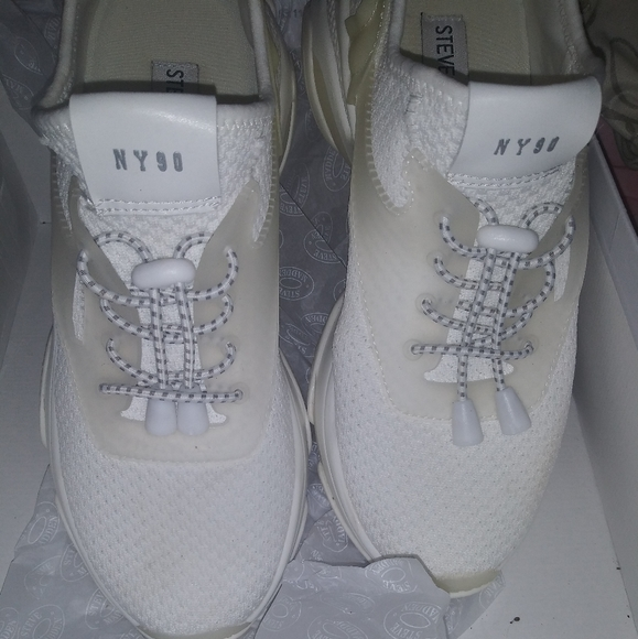 Steven madden binder wedge 90s sneakers size 8.5 white